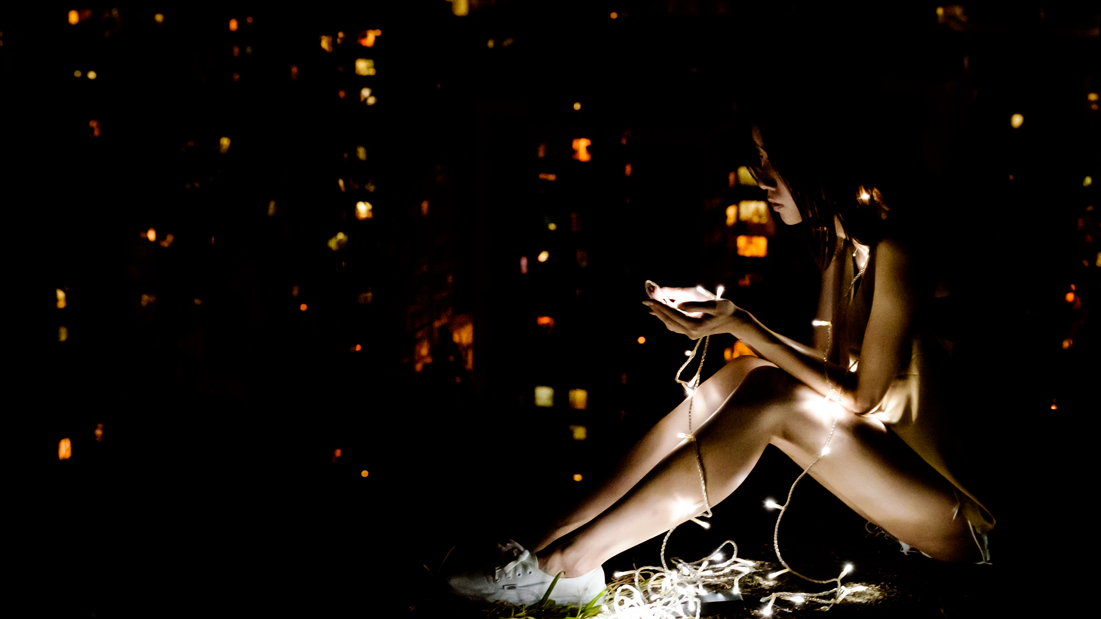 Fall Cell Phone Wallpaper Girl With White Christmas Lights Photo By Tommy Tong