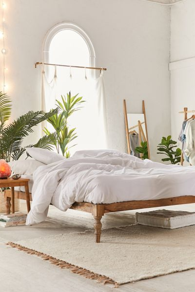 Hohes Bett Bohemian Platform Bed | Urban Outfitters