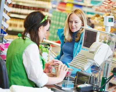 What does a Supermarket Cashier do? (with pictures)