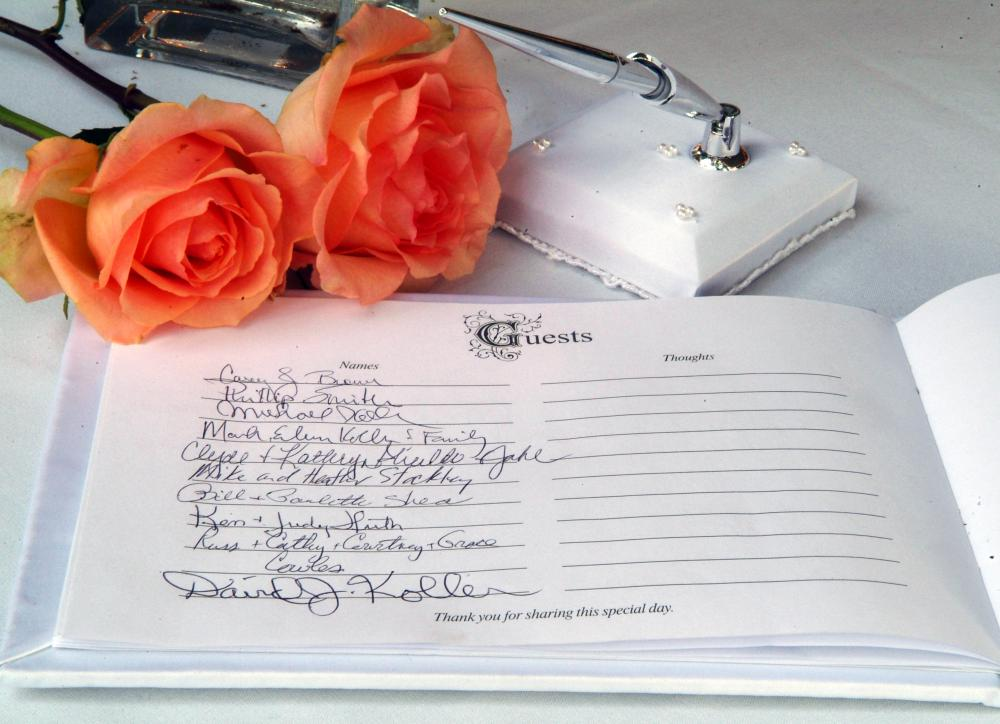 How Should I Choose a Wedding Guest Book? (with pictures)