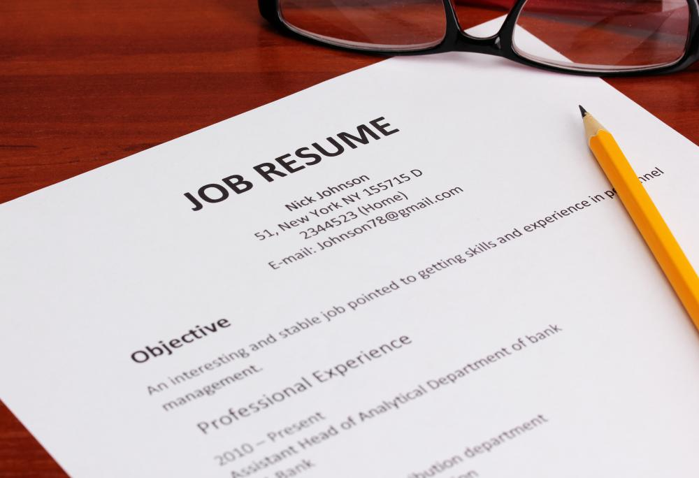 What does a Job Placement Consultant do? (with pictures)