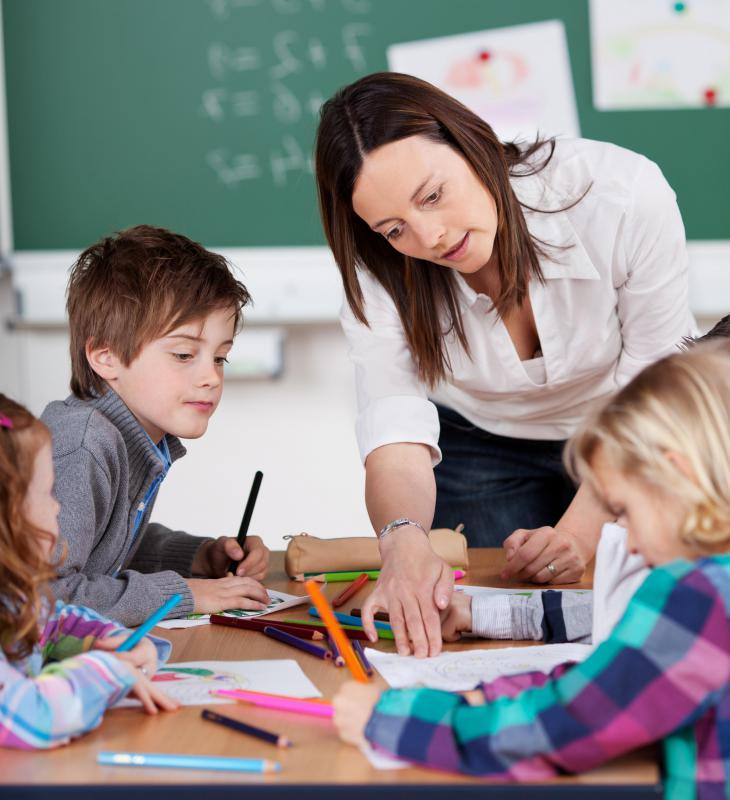What is a Teacher\u0027s Aide? (with pictures)
