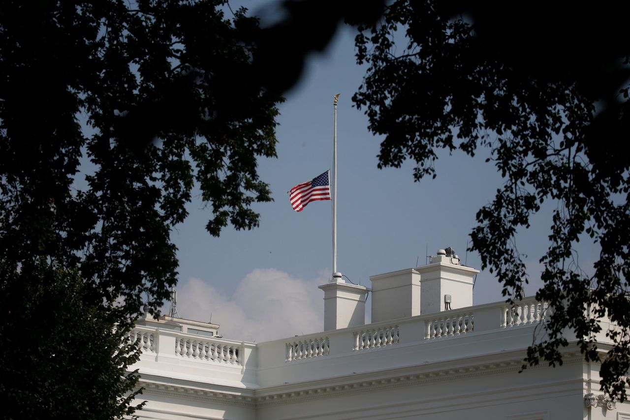 Trump Orders US Flag to Fly at Half-Staff Until John McCain\u0027s