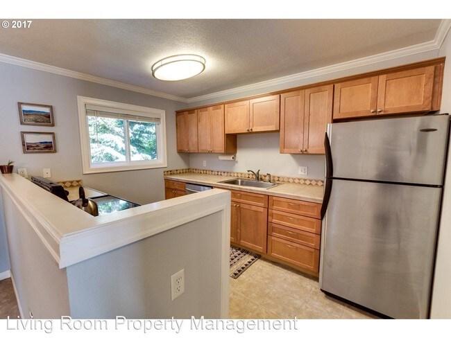 3543 SW Troy St Portland, OR 97219 Rentals - Portland, OR - living room property management