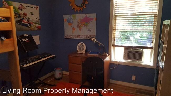 6227 NE 28th Ave Portland, OR 97211 Rentals - Portland, OR - living room property management