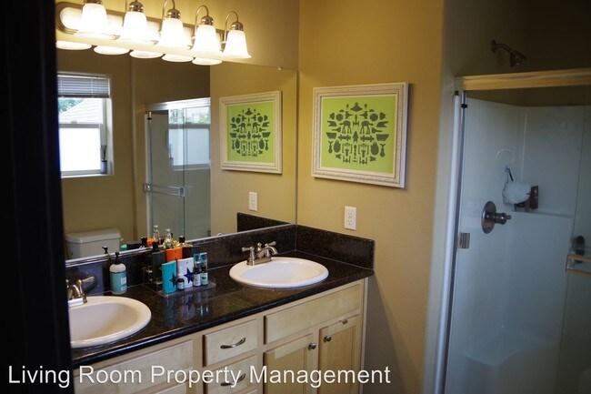 927 NE Roselawn St Portland, OR 97211 Rentals - Portland, OR - living room property management