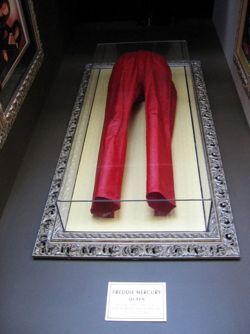 Mercury Hd Wallpaper Freddie S Red Pants Freddie Mercury Image 14320211