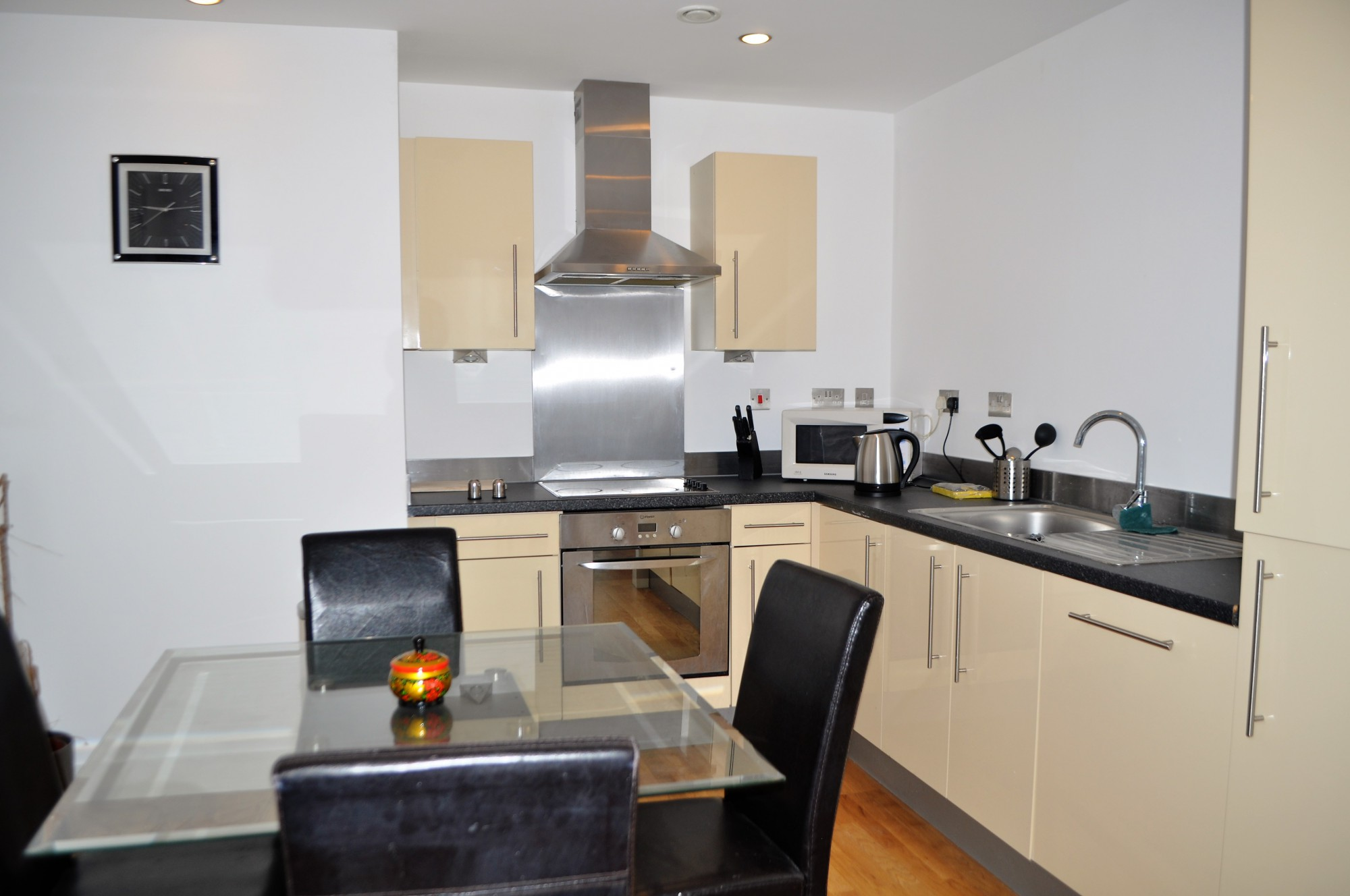 2 Bed Apartment Manchester 2 Bed Apartment 2 Advent Way Manchester City Centre M4 7aq Quay