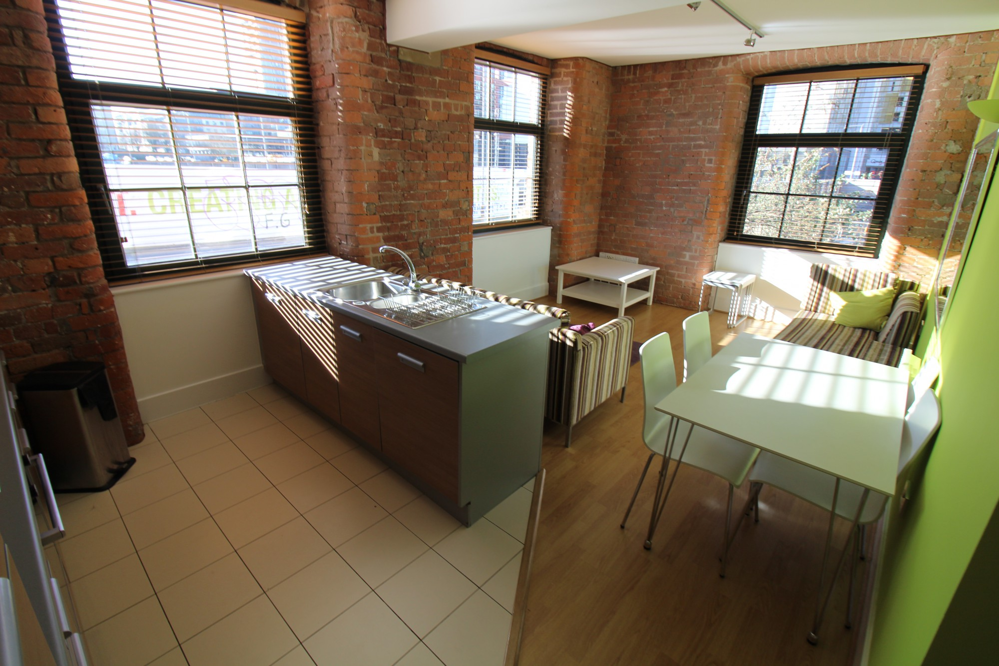 2 Bed Apartment Manchester 2 Bed Apartment Cambridge Street Manchester M1 5gh The Square