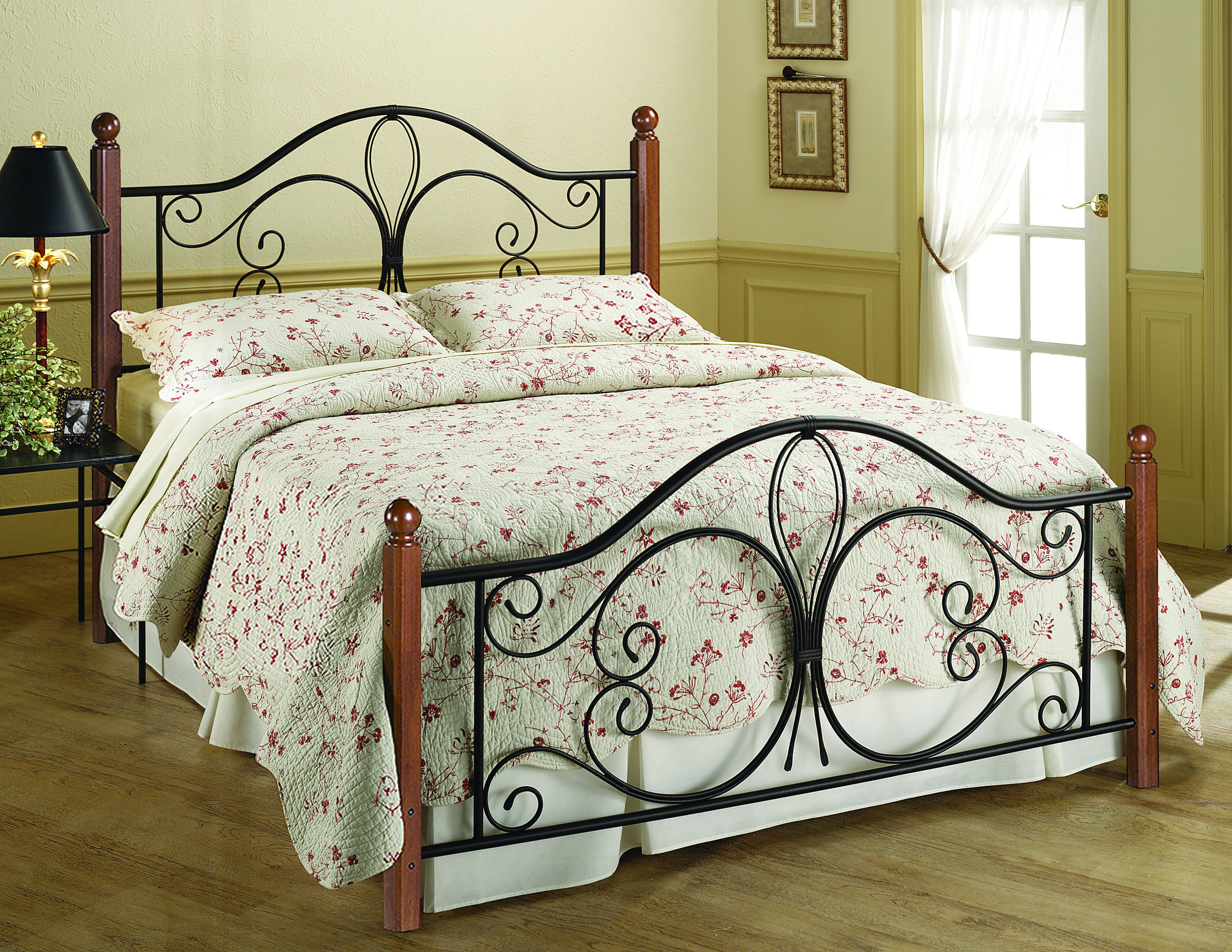 King Bed With Posts Hillsdale Furniture Bedroom Milwaukee Wood Post Bed King Bed