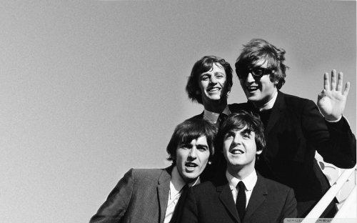 Medium Of The Beatles Wallpaper