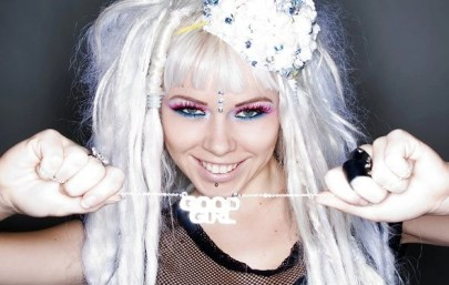 http://i0.wp.com/images3.wikia.nocookie.net/__cb20110226145936/kerli/images/d/d1/Kerli_by_Gino_DePinto_for_AOL_2.png?resize=405%2C257