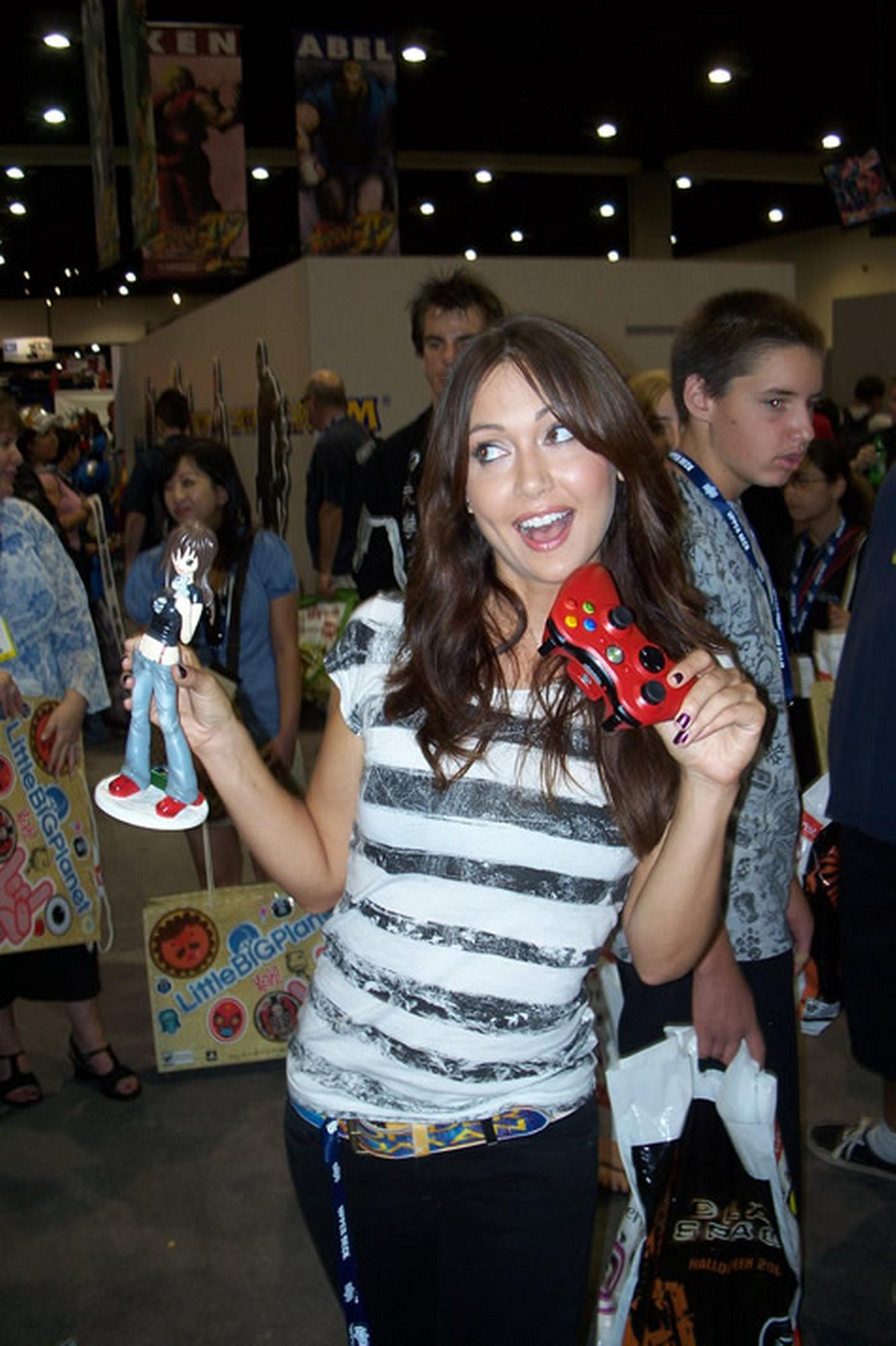 Wallpaper Girls Tatto Hd Jessica Chobot Images Jessica Chobot Hd Wallpaper And