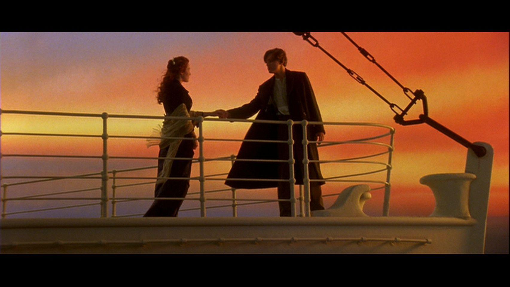 Girl Kiss To Boy Wallpaper Titanic A Romantic Love Story Love Image 21254776