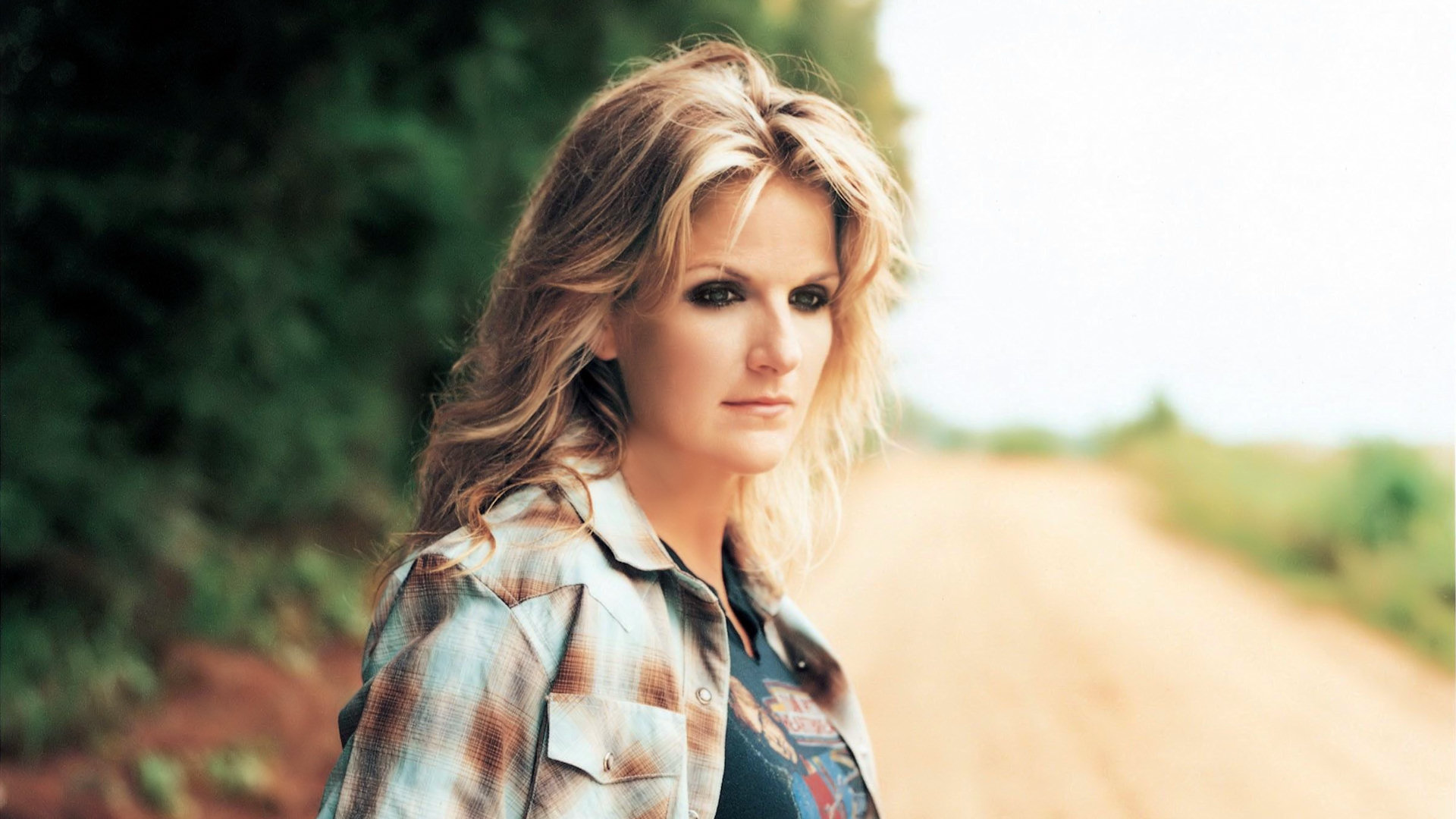 Girl With Guitar Hd Wallpaper 5 Trisha Yearwood Hd Wallpapers Background Images