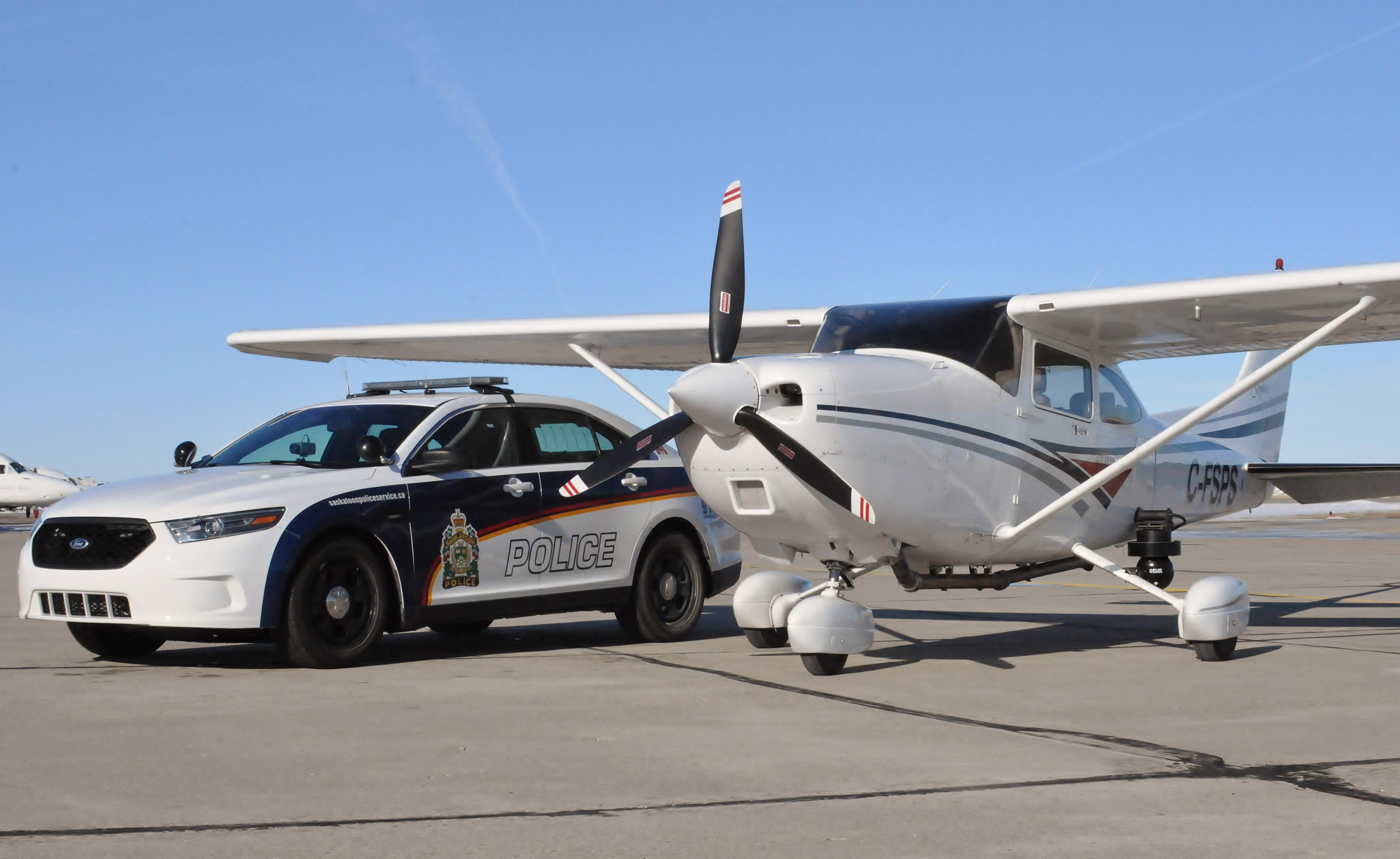 Airbus Iphone Wallpaper 1998 Cessna 182s Skylane C Fsps With A Ford Police Car 4k