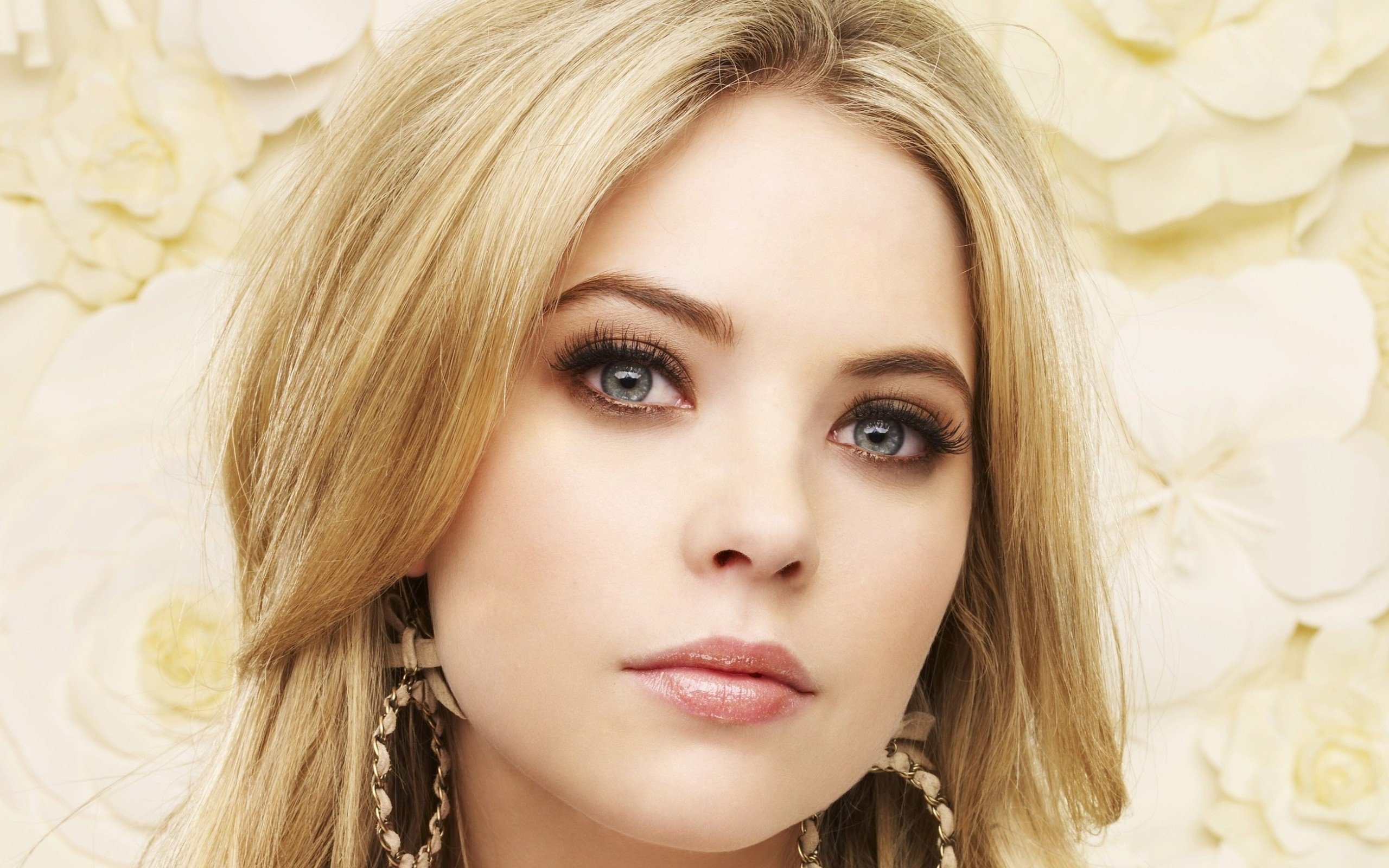 Pretty Little Liars Iphone Wallpaper Ashley Benson Full Hd Wallpaper And Background Image