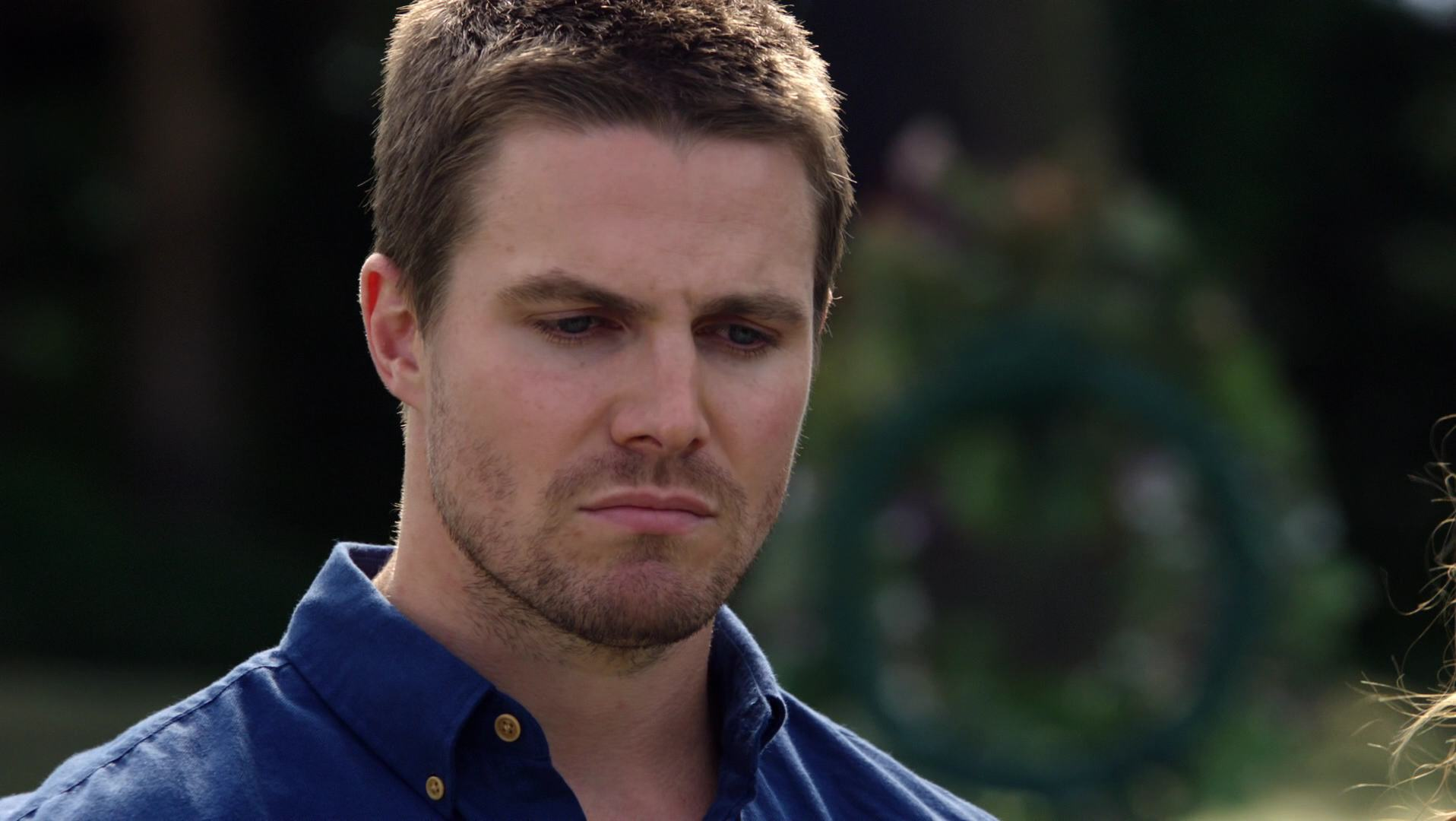 Stephen Amell Hd Wallpaper Arrow Images Oliver Queen Hd Wallpaper And Background