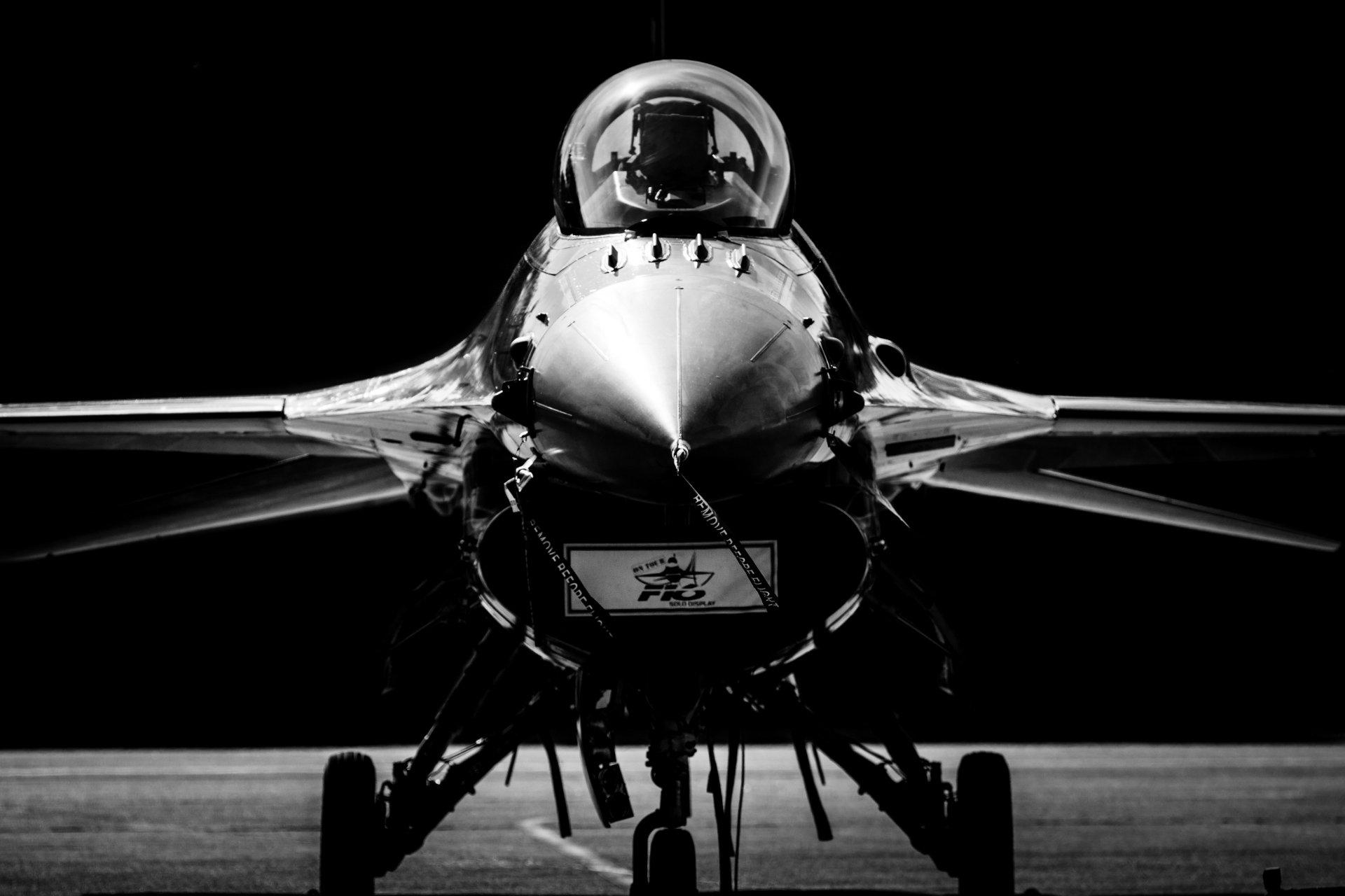 Iphone X Off White Wallpaper General Dynamics F 16 Fighting Falcon 4k Ultra Hd