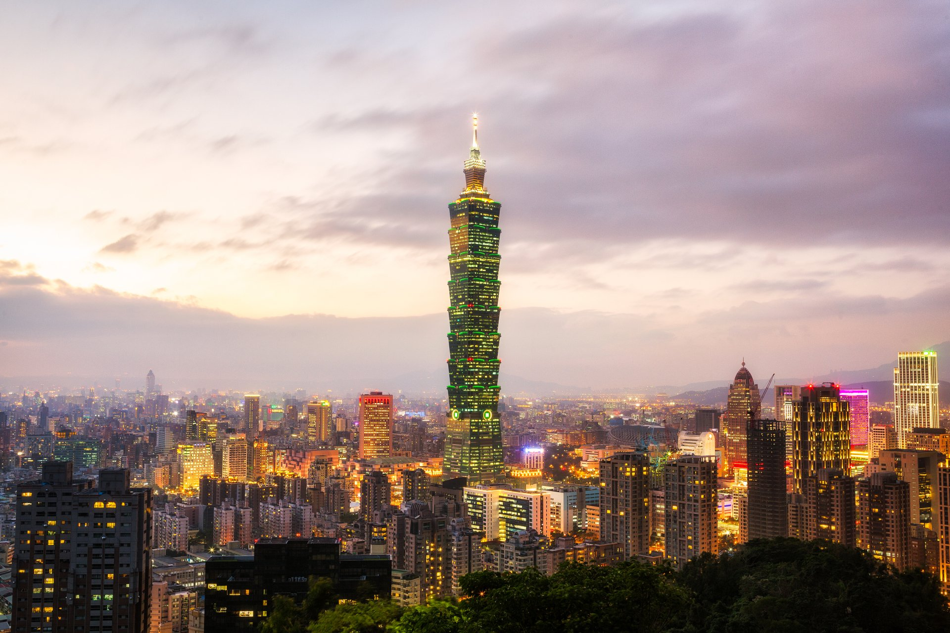 How To Use A Gif As A Wallpaper Iphone Taipei 101 4k Ultra Hd Wallpaper And Background