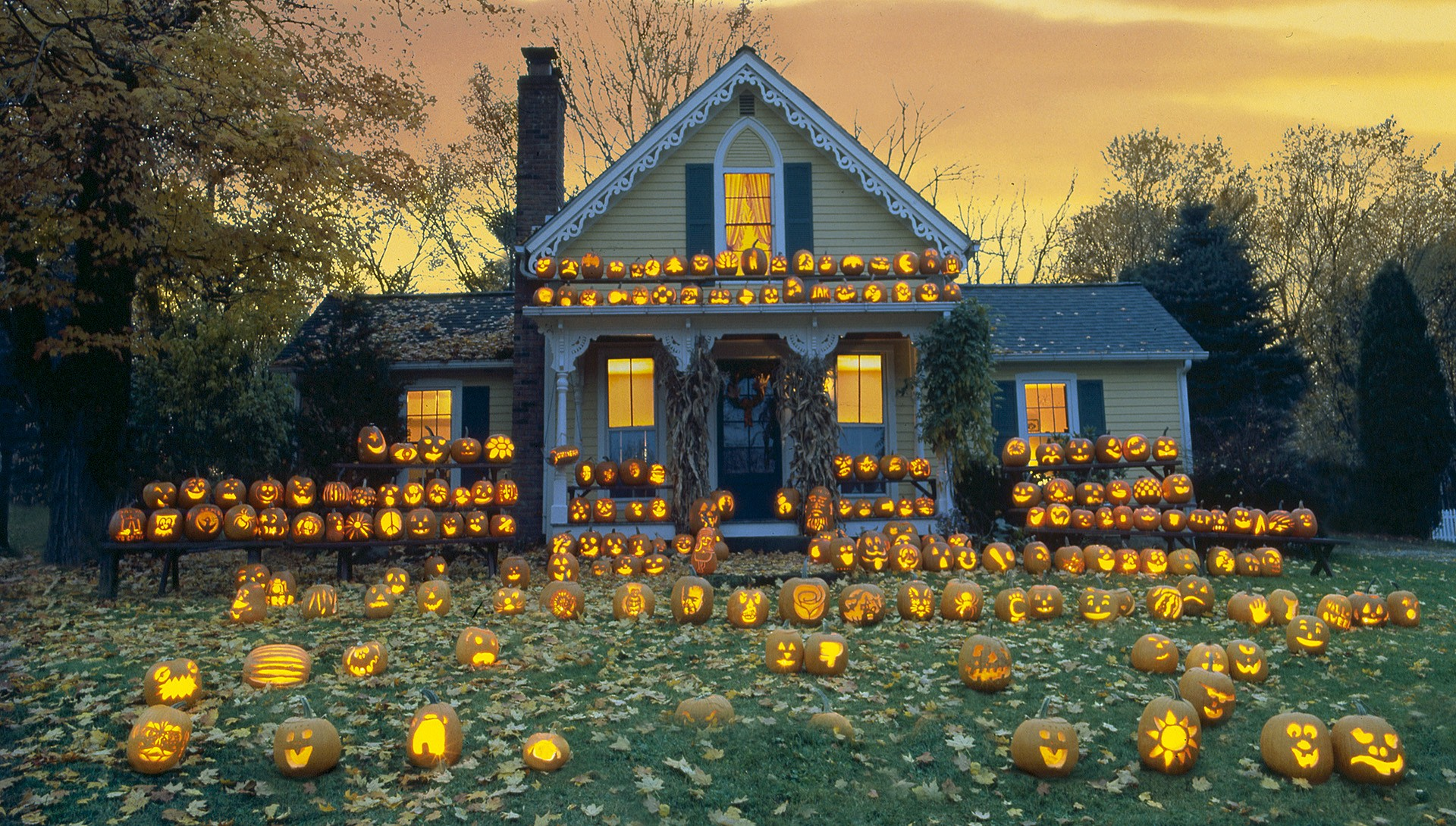 Fall Wallpaper With Pumpkins Halloween House Hd Wallpaper Background Image