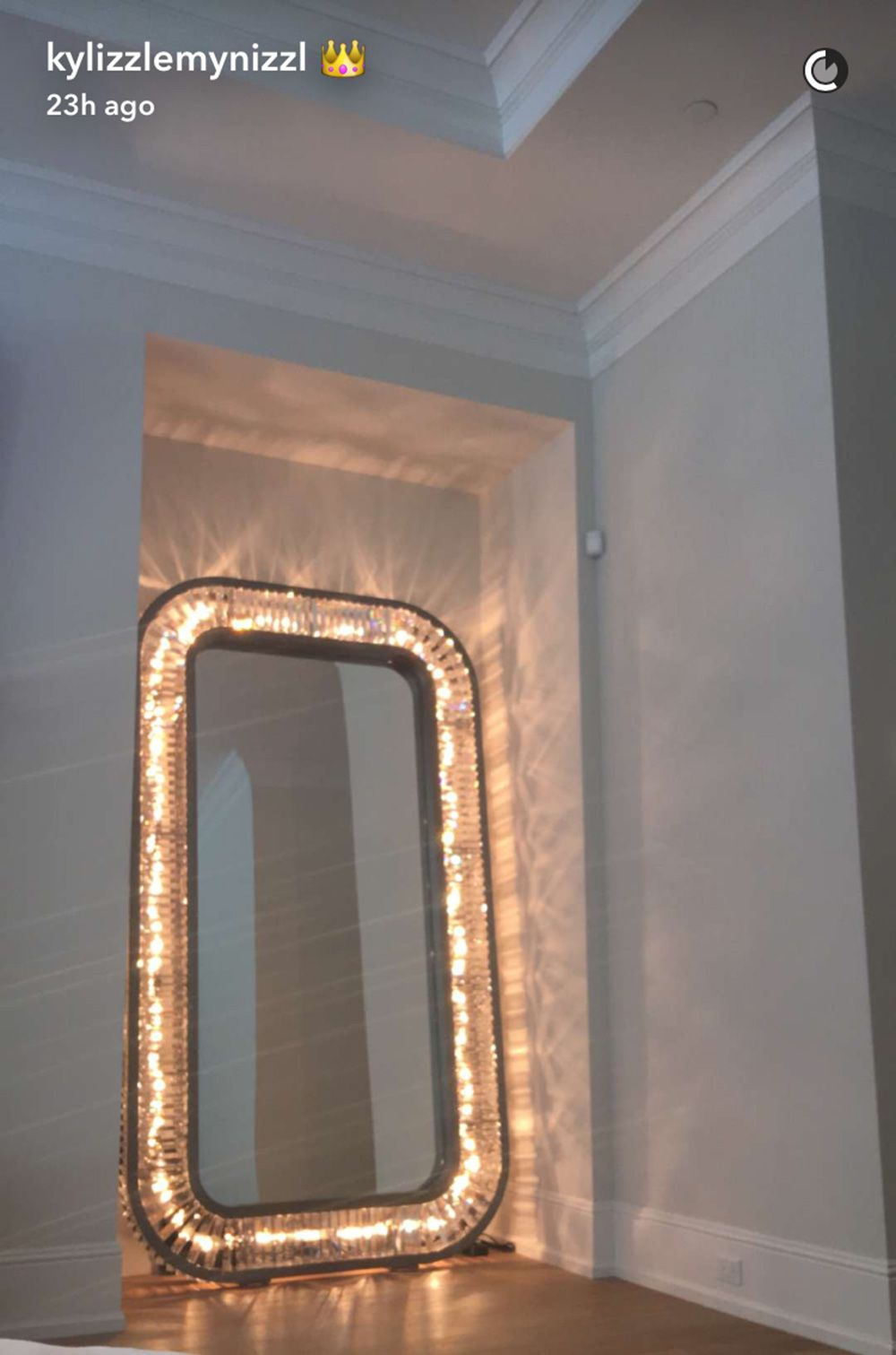 Big Mirror Stand Kylie Jenner 39;s New Giant Mirror Guarantees Perfect