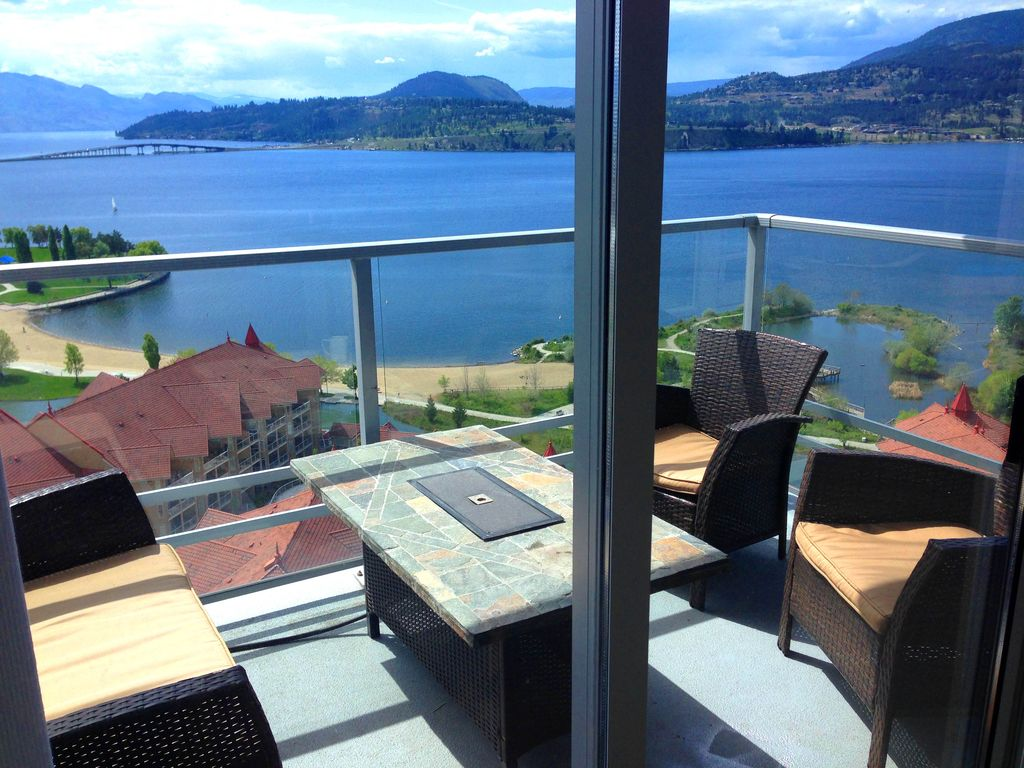 Jacuzzi Pool And Spa Kelowna Resort Living With Pool And Hot Tubs Lake View Vrbo