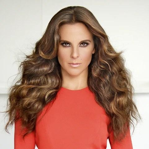 Kate del Castillo con vestido rojo
