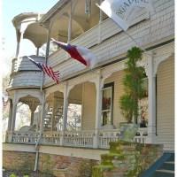 The Engadine Inn & Cabins