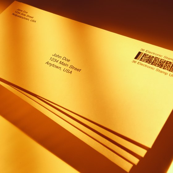 How to Put a Picture on Printable Return Address Labels With Avery