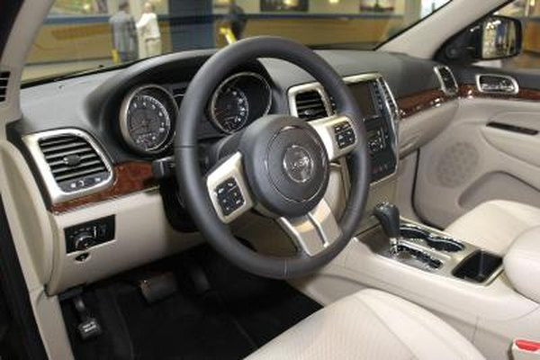 How to Reset Keyless Remote Transmitters in a Jeep Grand Cherokee