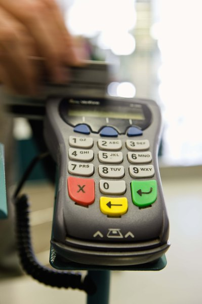 Are Signatures Required on Credit Card Authorizations? - Budgeting Money