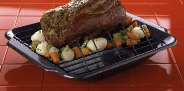 How to Cook a Tender Beef Roast With Potatoes and Onions