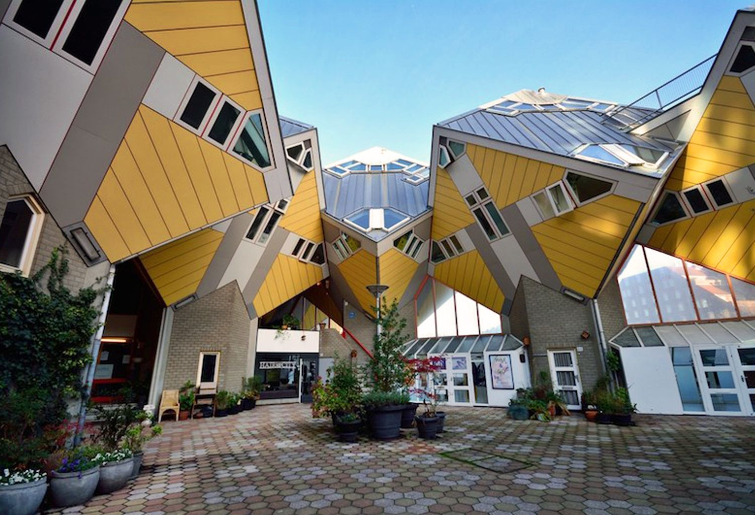 10 Impossibly Awesome Houses From All Around the World