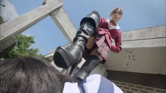 【パンチラキャプ画像】女性タレント達が見せる一瞬のパンチラを見逃さないww 05
