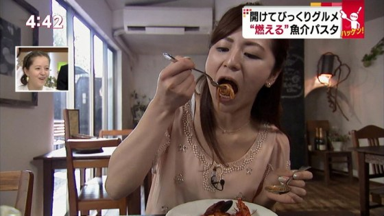 【擬似フェラキャプ画像】まるで男性器を咥えるかのように食レポしちゃうタレント達w 18