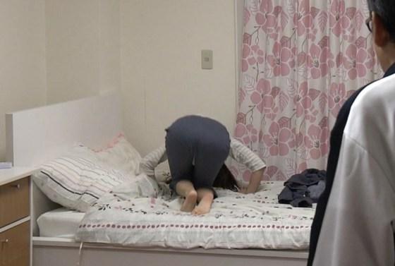 【お尻キャプ画像】お尻にズボンが食い込み過ぎちゃってパン線まで見えちゃいそうw 08