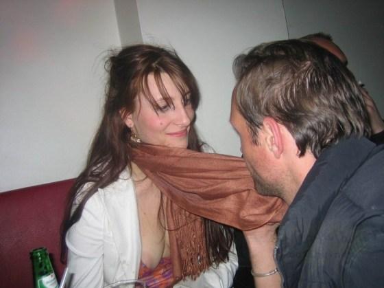 【ポロリエロ画像】乳首見えちゃってる事にも気付かず盗撮されちゃってる素人達w 24