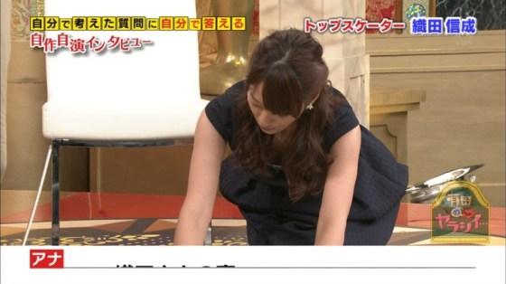 【胸ちらキャプ画像】豊満なオッパイをテレビで見せつけてくるタレントたちww 09