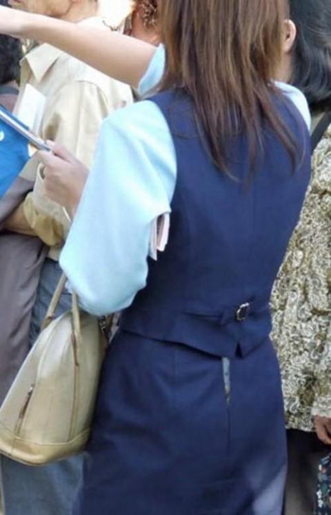 【パンチラハプニング画像】色んなハプニングが重なって永遠にパンツ見せちゃってる素人女性達w 09