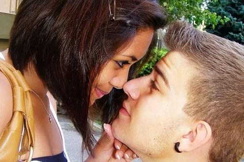Чего стоит пара красивых слов любимой девушке?