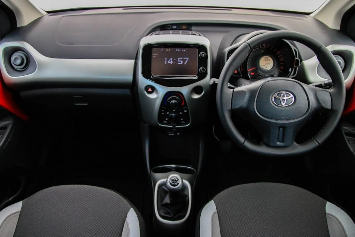 Interieur Toyota Aygo Toyota Aygo 2015 First Drive Cars Co Za