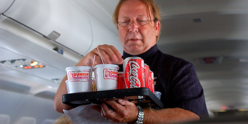 想續杯?想再吃飛機餐?搭飛機超實用!一百個疑問一次解答!