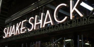 東京美食 紐約美味漢堡SHAKE SHACK日本也吃的到,東京超人氣分店!