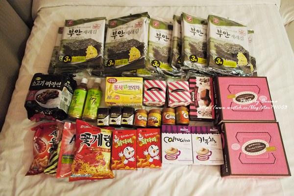 【韓國之旅】韓國樂天超市必買~滿床的零食好幸福!!