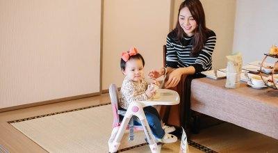 【育兒】每家都必備一張超輕盈萬用的Apramo Flippa可攜式兒童餐椅、環保矽膠吸管、企鵝水杯!