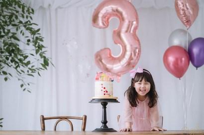 【成長紀錄.慶生】Riley大姐姐邁入三歲囉!有趣好玩卻也很難搞的呢~