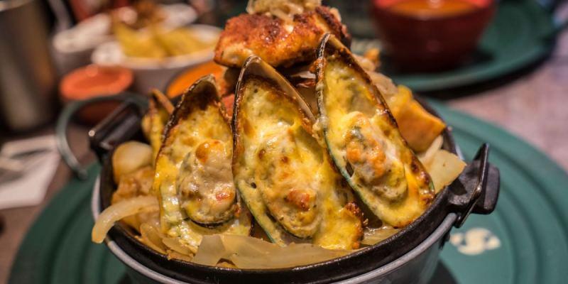 台中Cookbeef酷必五星級牛排飯|火山造型牛排飯,肉肉主義者至上!舒肥牛排搭上半生熟溫泉蛋,西方與東方美食結合!
