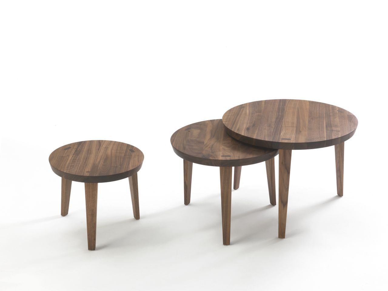 Table Gigogne En Bois Table Gigogne Contemporaine En Bois Massif Ronde Tao 2014