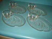 VINTAGE LUNCHEON PLATES & 4 CUPS MINT ETCHED GLASS
